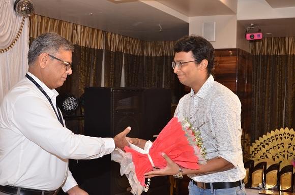 Honouring the Guest of honour Mr. Pallav Goyal, University of Chicago (USA)