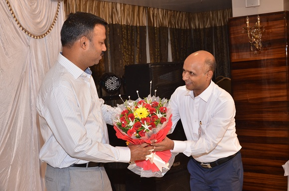 Honouring the Special Guest Mr. Pradeep Gupta, Inspector General of Police (Chhattisgarh Police)